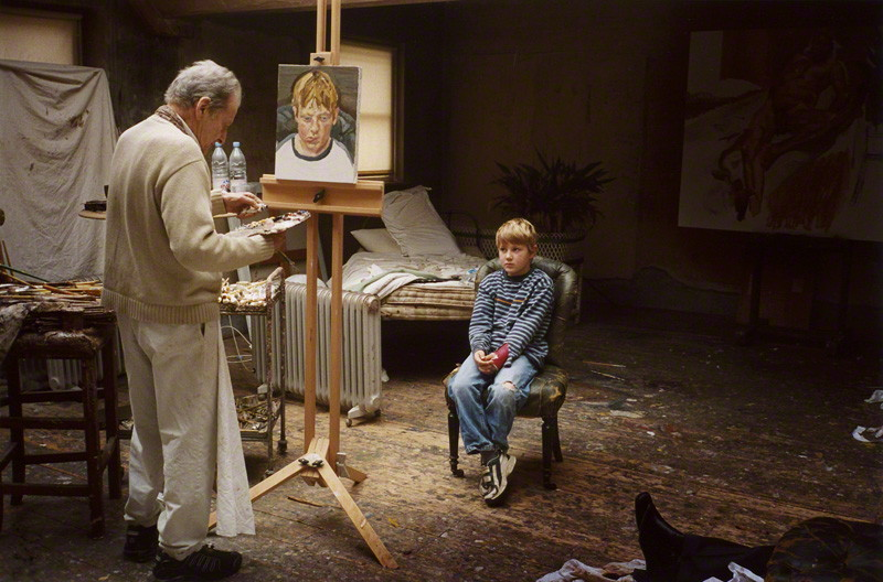 Lucian Freud painting a portrait